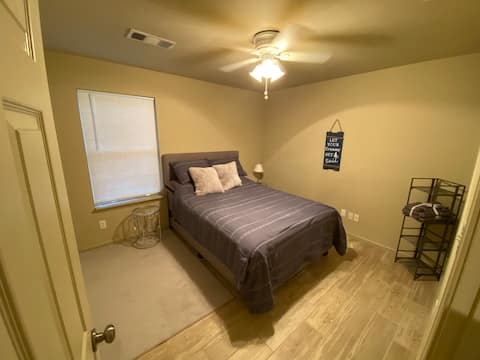 Private RoomAmazing Location ! No Cleaning Fee's !