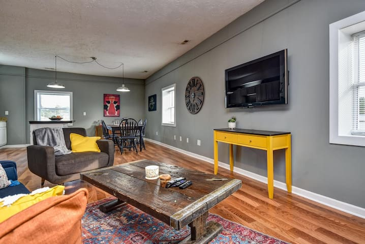 Foundry Loft - Great place to SOCIAL DISTANCE - Hunker down in small town!!
