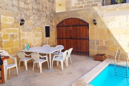 Quiet & sunny farmhouse in Xaghra - Ix-Xagħra