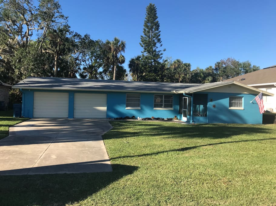 Vacation getaway by the beach house houses for rent in for The edgewater house