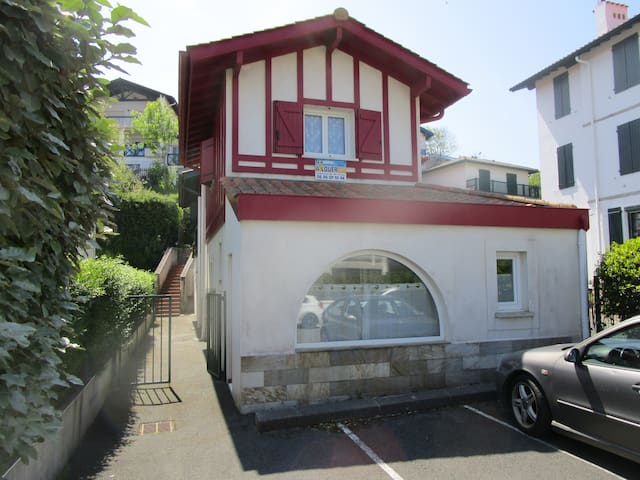 Hendaye plage Mini Villa + Place de Parking Privé.