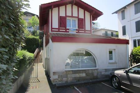 Hendaye plage Mini Villa + Place de Parking Privé.