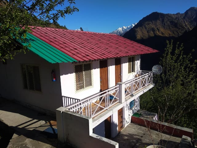 🌄 Humble stays in Joshimath 🛕 - Snowy Area! 🏔️