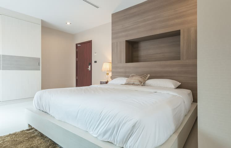 Parkview BKK/Large Room /Balcony 3F - Bangkok - Apartment