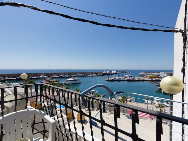 BALCONY WITH VIEWS TO THE HARBOUR AND WIFI_BALMES 22