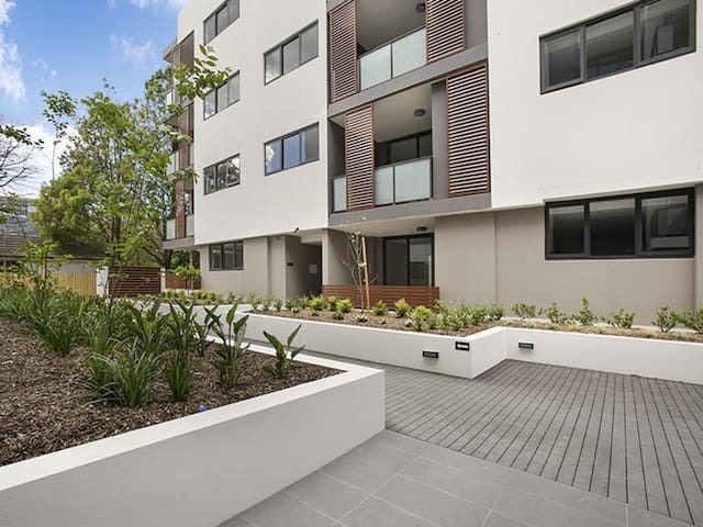 Ultra Modern Double Storey 2 Bedroom Penthouse!!! - Waitara - Byt