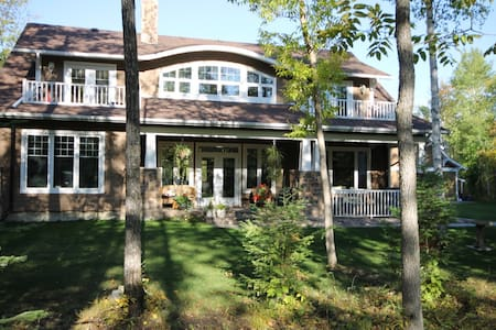 BED & BREAKFAST in  Beautiful Home on  Golf Course