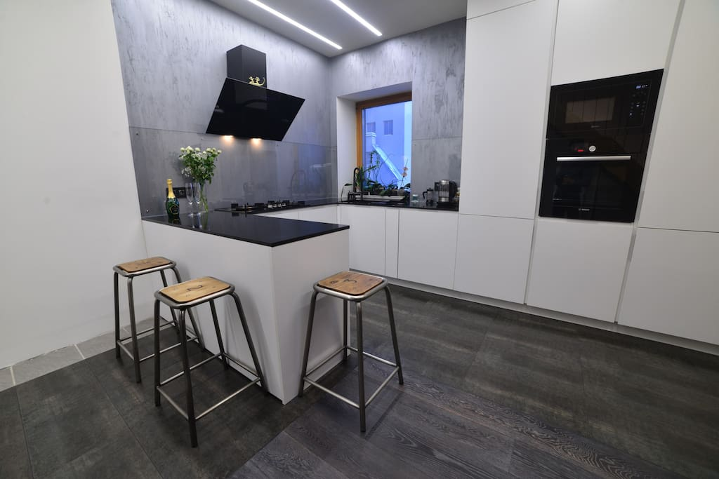 Fully equipped and modern kitchen (1st floor)