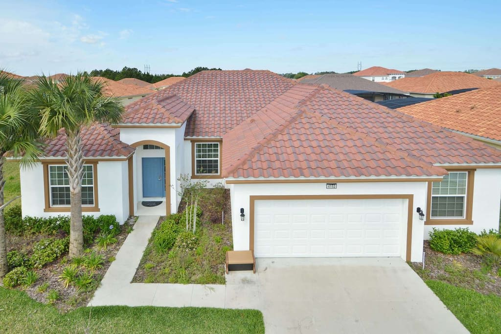 This elegant five bedroom family vacation home is located in the Solterra Resort community - just minutes from Walt Disney World and all of the Orlando attractions.