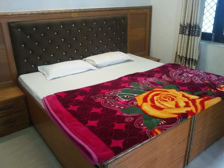 Cozy Private Room on ground floor RishikeshTapovan