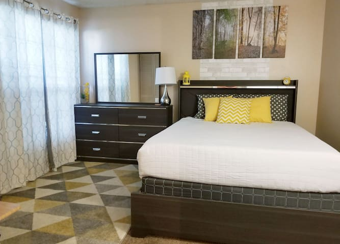 Serta GEL mattress, private bathroom and laundry.
