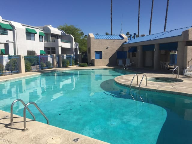 Tucson's Slice of Sunshine! 1 BD Condo