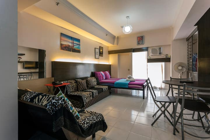 Overlooking Taal Spacious Condo with DSL WIFI