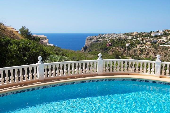 CASA VIDA, charming villa with sea views.