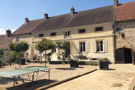 """Maison de Maître """"La Terre"""" 'Blauwe kamer' - Saint-Léger-du-Bois"""