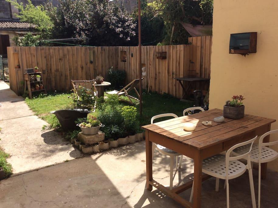 Studio avec jardin et terrasse couverte appartements for Location appartement terrasse bordeaux