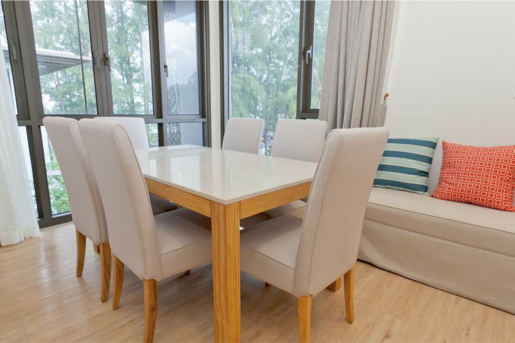 Dining room, sits 6 people