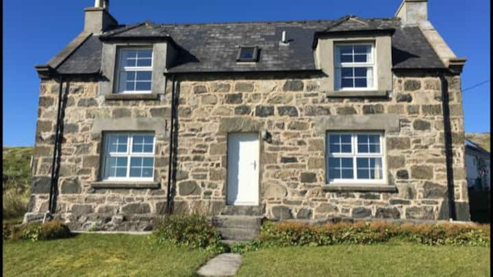 Restored croft cottage. 5 minutes from Reef Beach