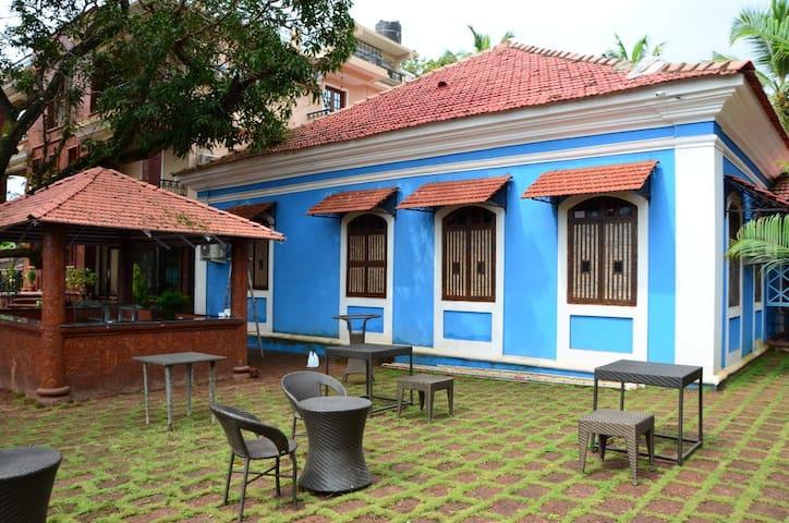 Deluxe Suite in a Heritage Home Near Mapusa Goa - Mapusa - Villa