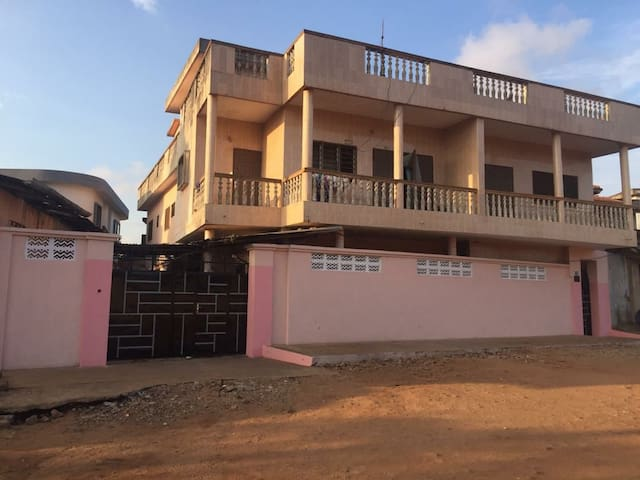 Exclusive, discreet one bedroom flat in Porto-Novo