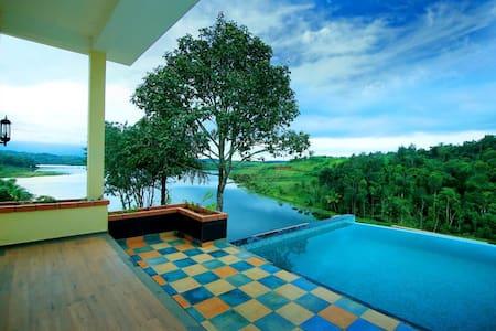 Vista Del Lago, D (1 Villa), 5.0* REVIEW.