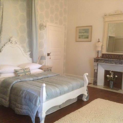 'Louis Blue Suite' - Chateau la Roussille - Cordes-sur-Ciel - Aamiaismajoitus