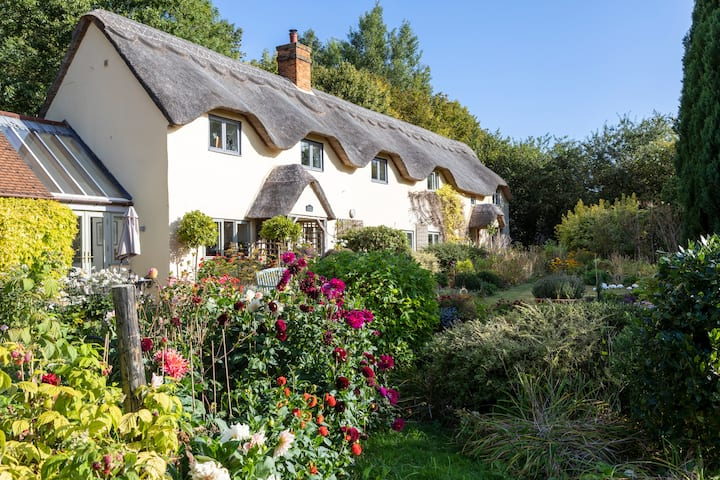 Fairytale Thatched Cottage in Buckinghamshire