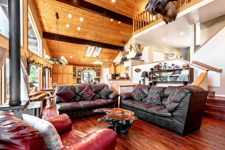 BIG MOOSE CABIN -Secluded location, Views, 5BR