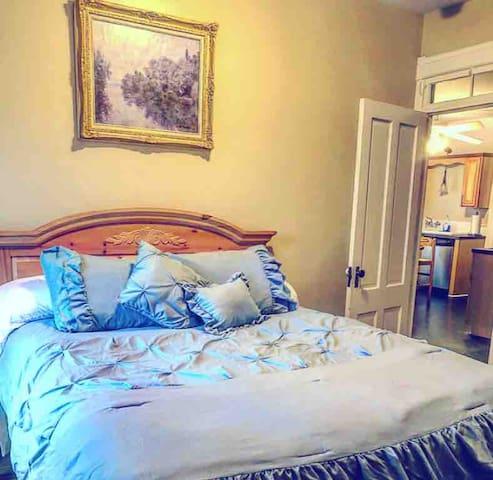 Bel Giardino Room - Little Italy Flat