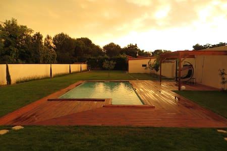 Studio et piscine proche d'Avignon - Châteauneuf-de-Gadagne - Rumah