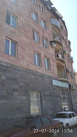 Уютная двухкомнатная квартира - Ereván - Departamento