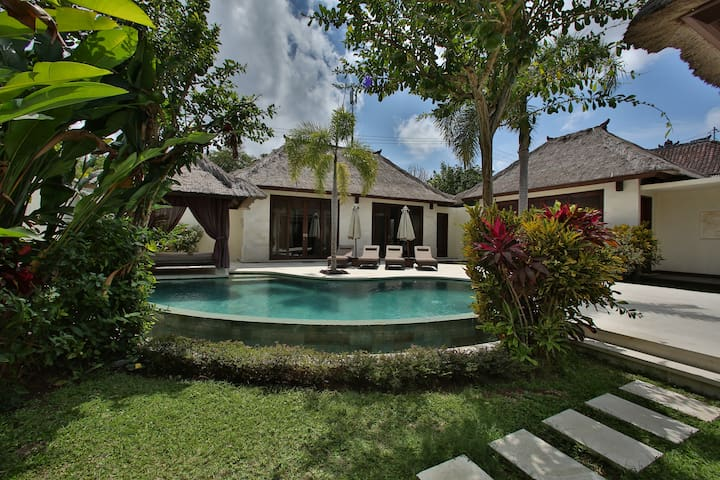 Enjoy Luxury 3 bedroom villa - Dreamland Bali