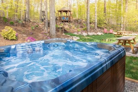 Fun, Relaxing Cottage w Hot Tub, Sauna & Fast Wifi