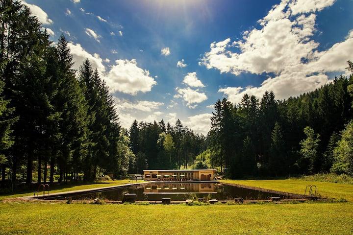 Toulovcovy Maštale tábořiště, občerstvení, koupání