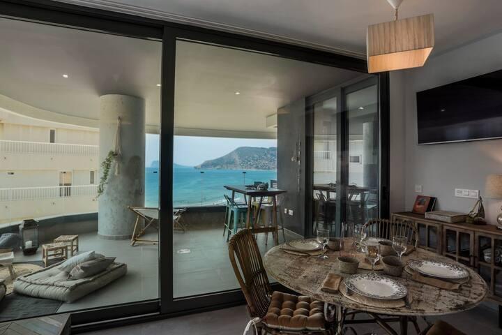 Apartamento con vista al mar y peñon. A estrenar.