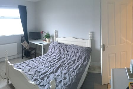 Double room/shower.Quiet,calm.Research park nearby