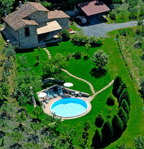 Exclusive villa with pool jacuzzi wifi and green