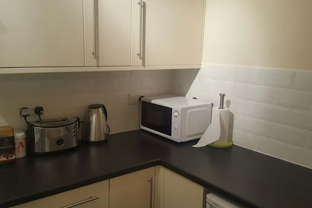 Young Modern Quiet 1 Bedroom Flat - Worthing