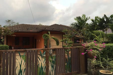Orange Stripe Home Stay - Rawang