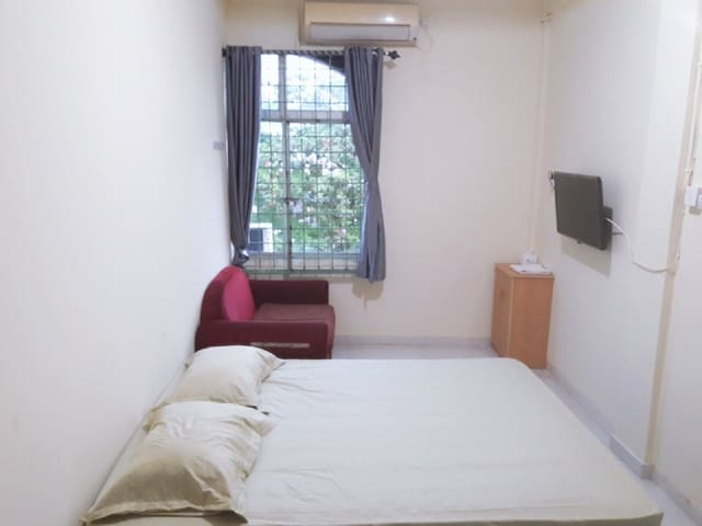 COMFORTABLE ROOMS (E), CHEAP ONLY RP. 155,000 /DAY