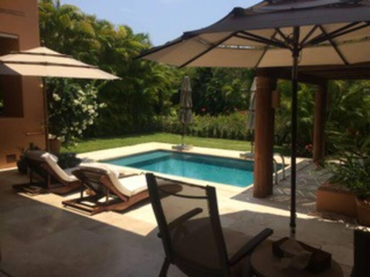 Tropical paradise! Large apt w pool, walk to beach