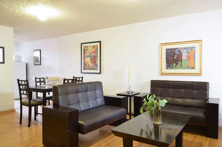 Affordable stay! close to touristic attractions - Zapopan - Apartament