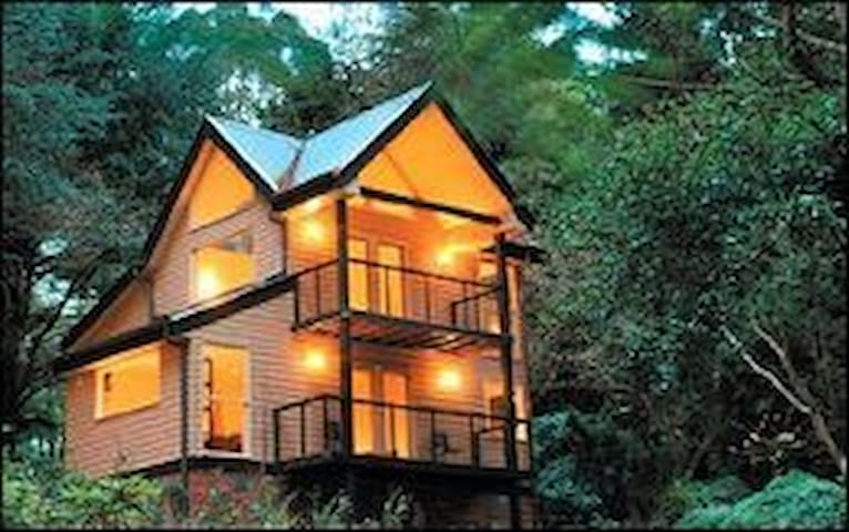 TREETOPS TRI-LEVEL COTTAGE 1