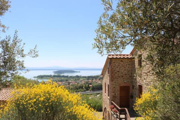Typical Stone House Amazing view Trasimeno Lake