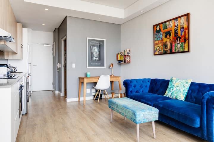 Eclectic-Blue City View Apartment