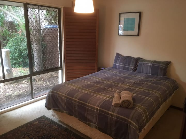 Master bedroom in quiet street close to CBD