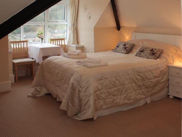 Rockvale Guest House - Room 6 - Lynton - Oda + Kahvaltı