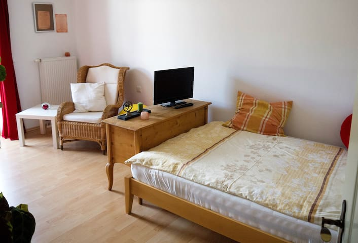 Comfortable double room with balcony - Bad Endorf - House