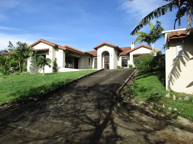 Boquete Cliff House - 1 or 2 bedrooms available