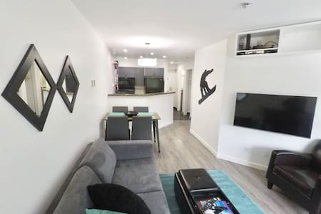 Main Village Reno! 1 Bedroom, 2 Sofabeds, Laundry!